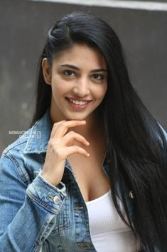 Upcoming hot actress - 6 Pics