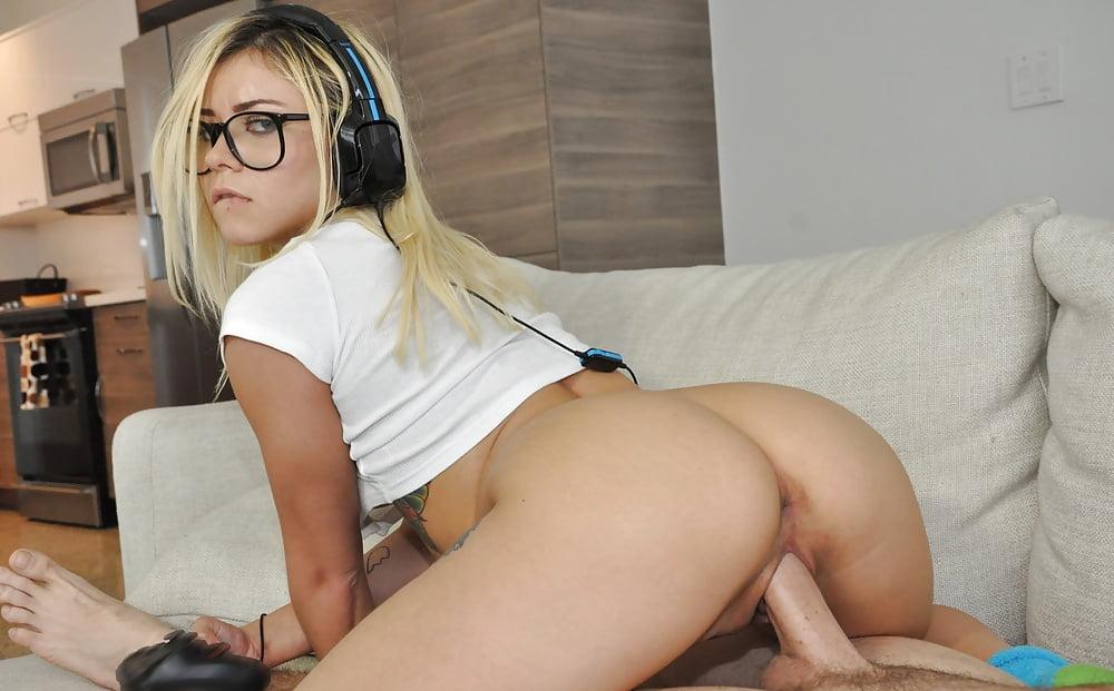 Playful kitty blonde kylie page extreme gamer girl bignaturals, myiverderm