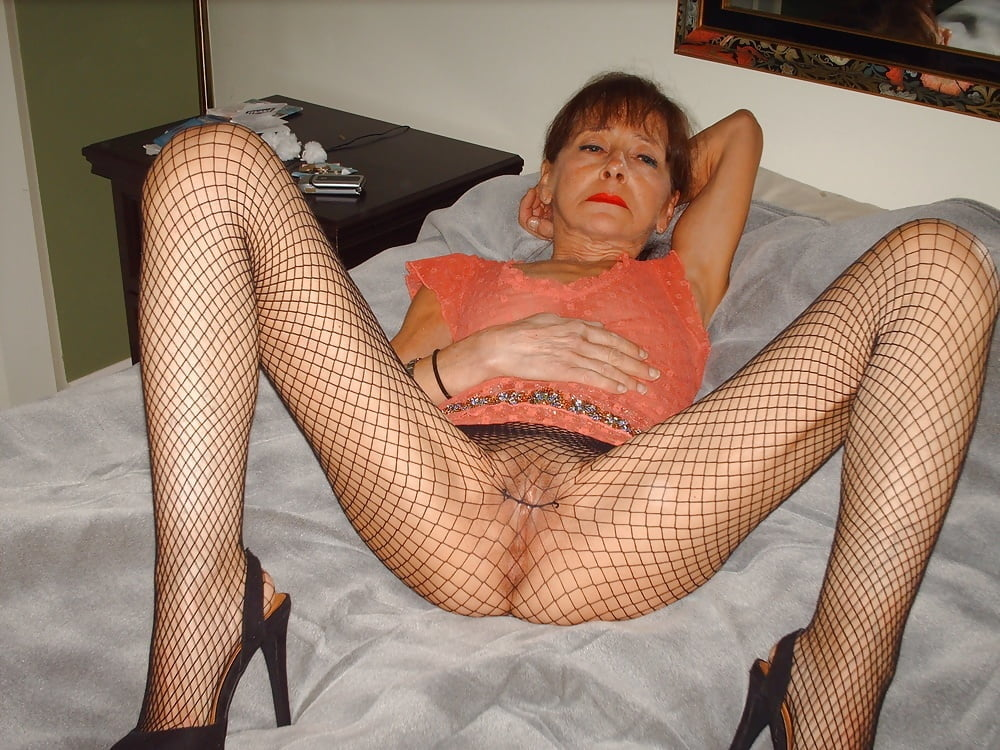 Skinny granny dildo