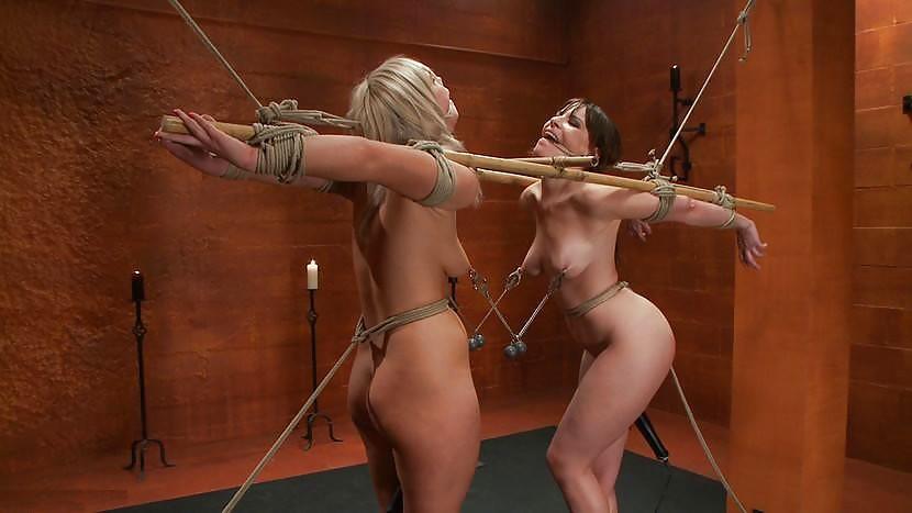 игры привязанные голые девушки - 12