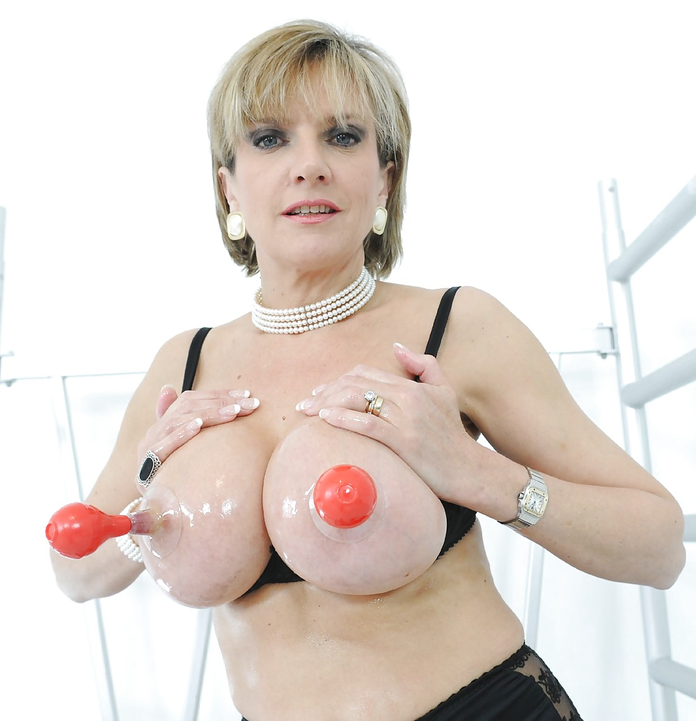 Lady sonia gets a cumshot on her big tits