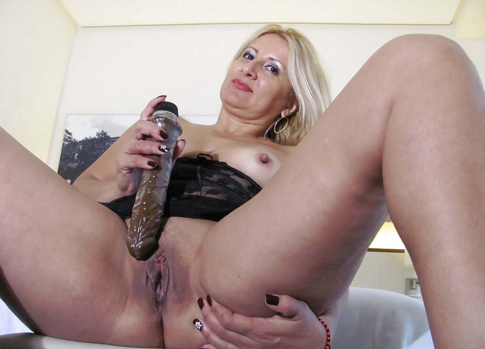 Cynthia Blowjob And Cum In Mouth