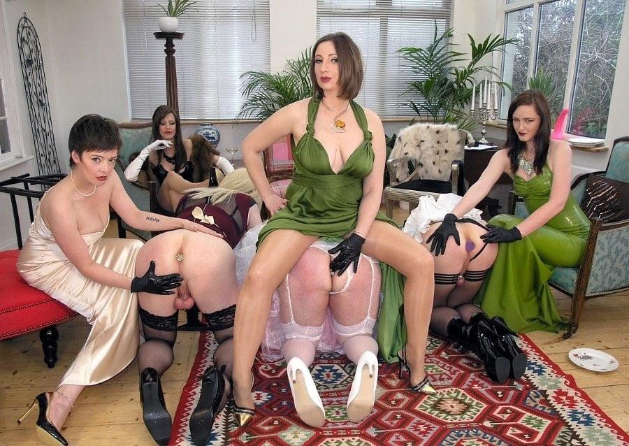 Femdom Group Porn