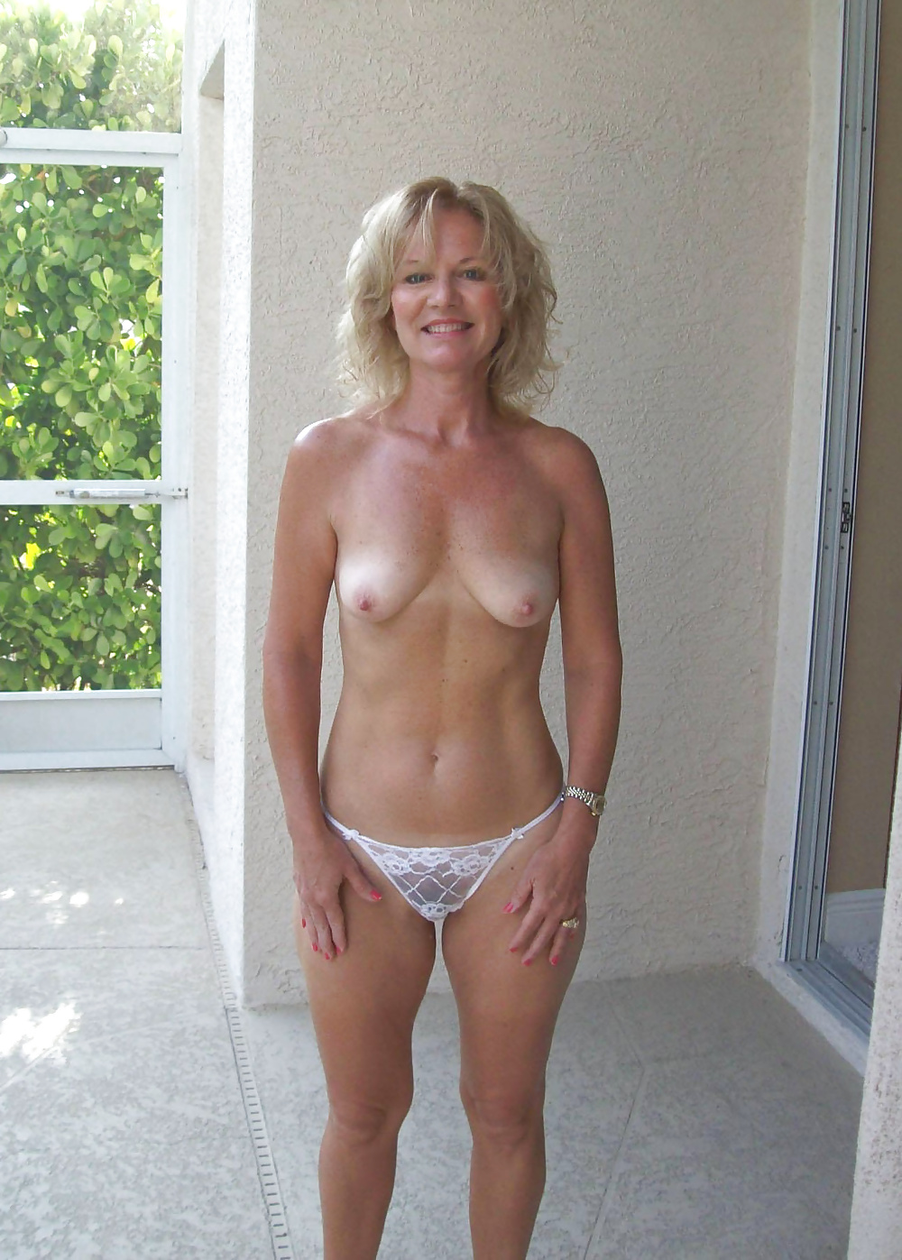 mature-wives-topless-wet-naked