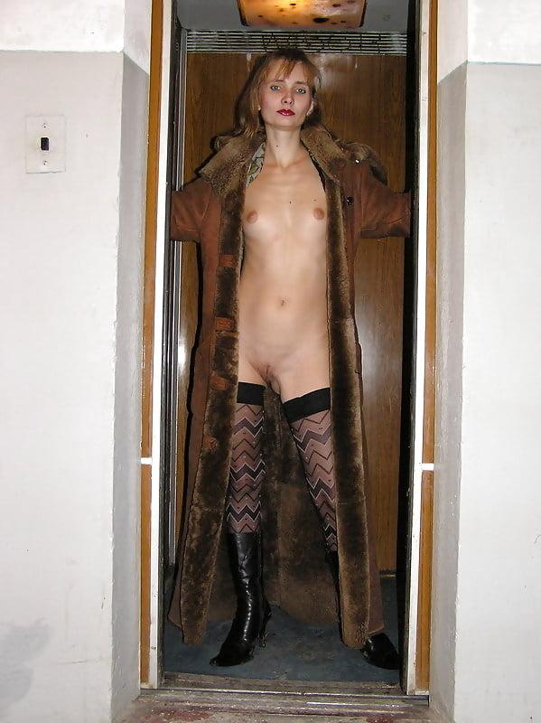 полуголая девушка устроила стриптиз в лифте видео - 4