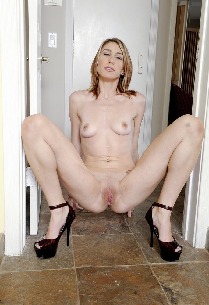 Nude Squat Pussy