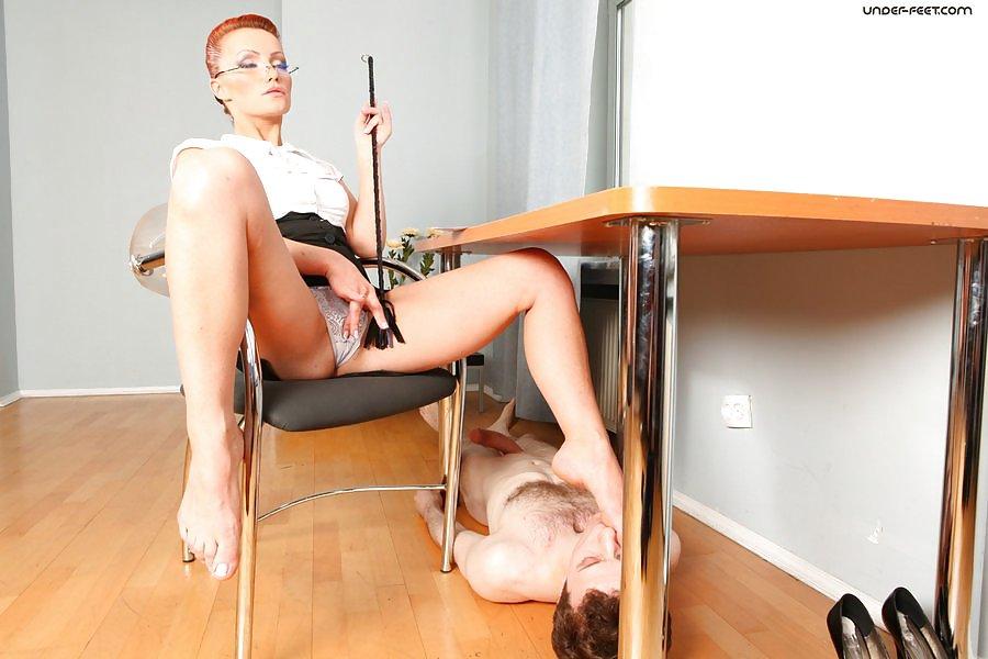 Русские госпожи писают своим рабу врот руководитель этого