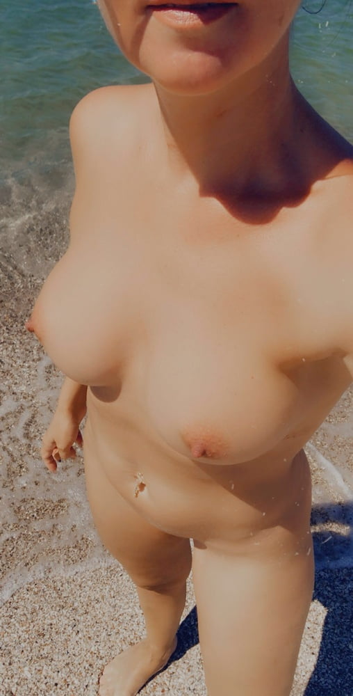 My naked public selfies on the beach - 7 Pics