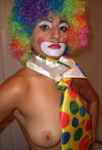 Sexy nude clown girls