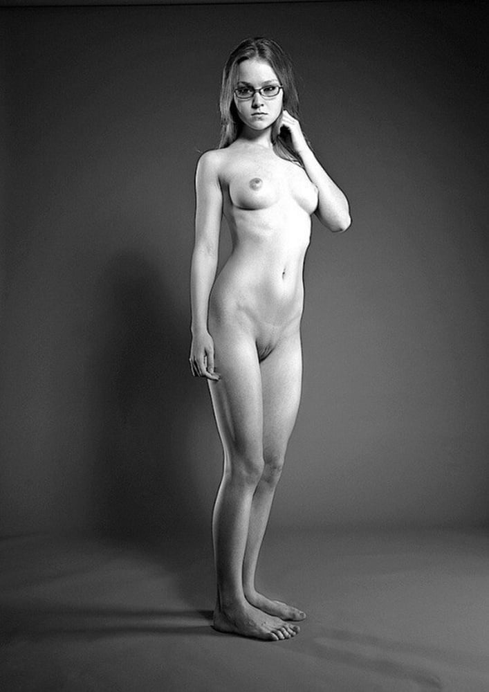 Naked Girls Standing Nude Hairy Pussy