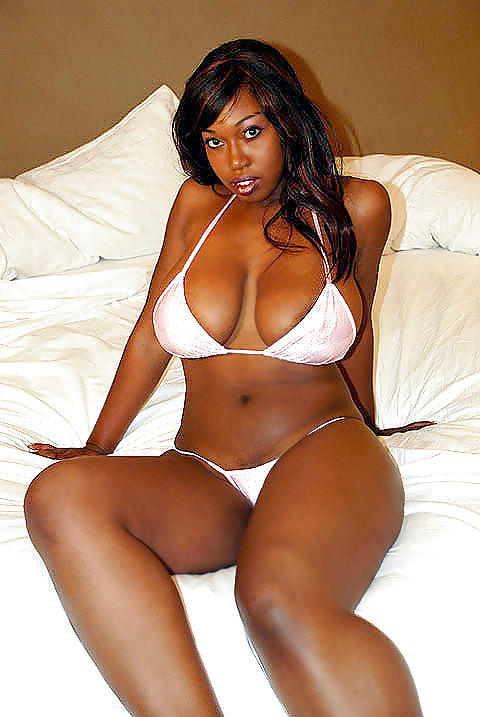 big-tits-curvy-asses-lil-chica-smoke-weed-free