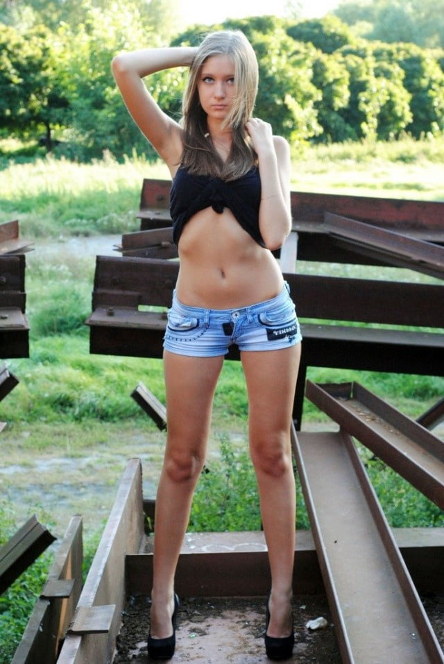 fucking-girl-in-short-shorts-kitty-zhang-topless-nude-pictorial