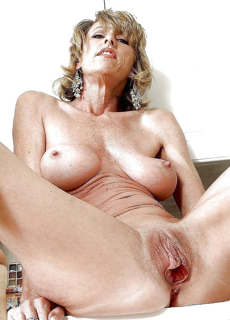online-milf-nude-naked-sex-gilf