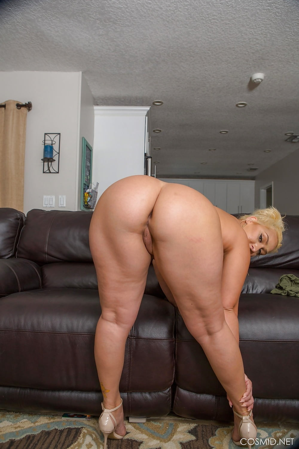 trinia-porn-moms-big-ass-aggie-women