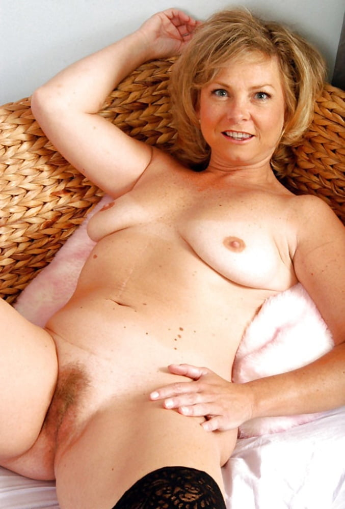 nude-aunt-of-blonde