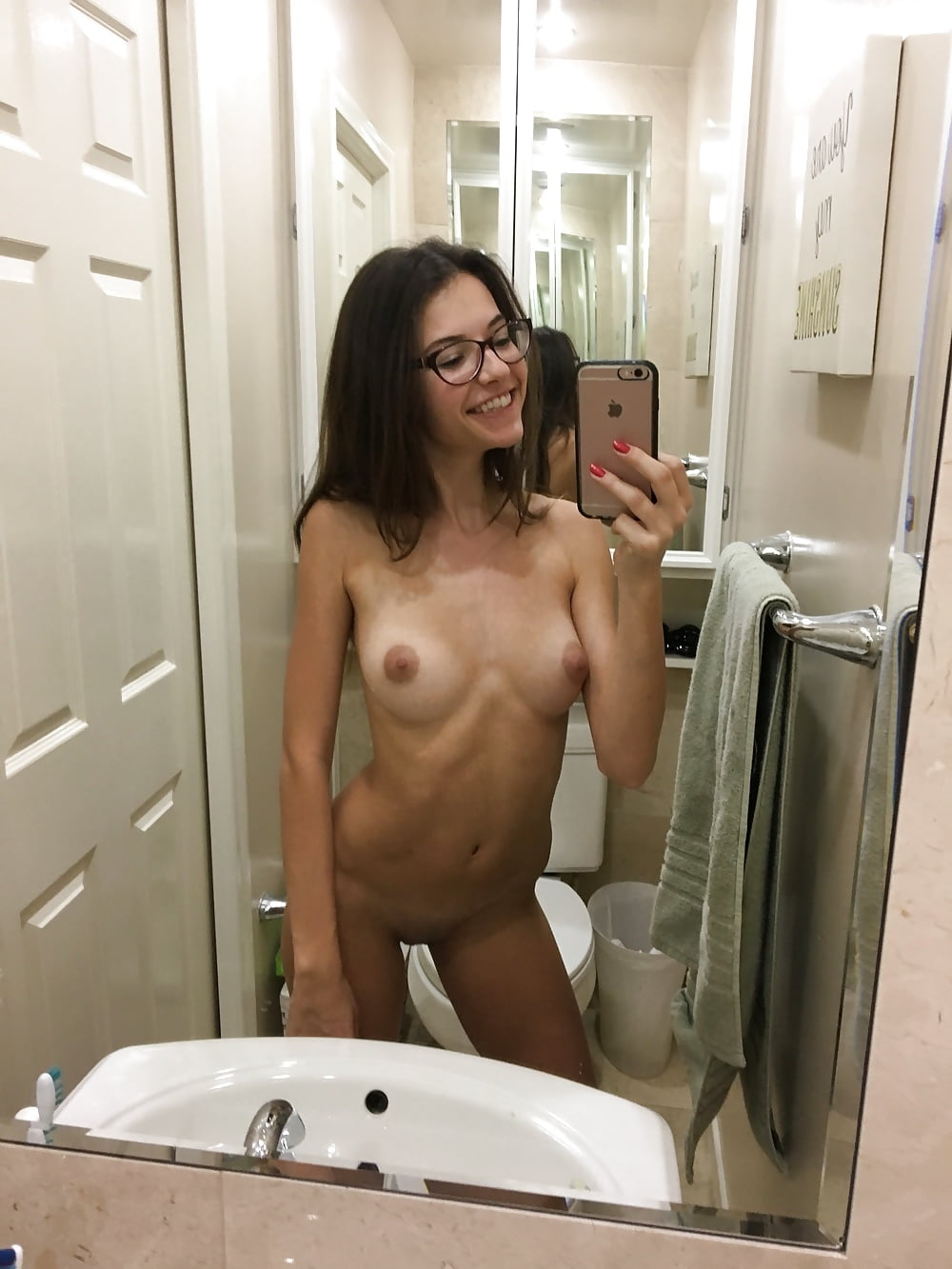 Amateur girls who took nude pictures of themselves