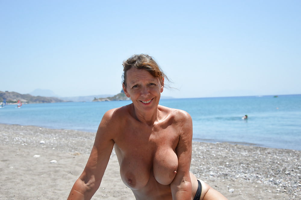 beach-naked-gilf-oral-sex-clymidia
