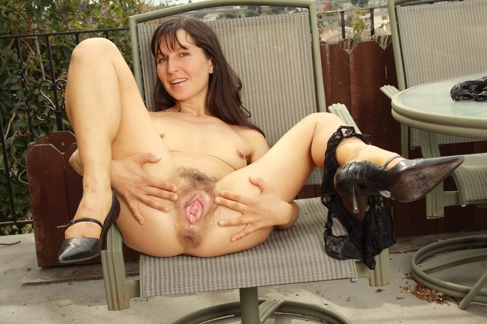 Dick stretches milf pussy