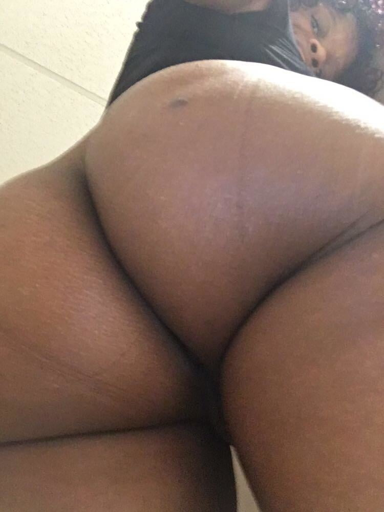 Wife tastes pussy