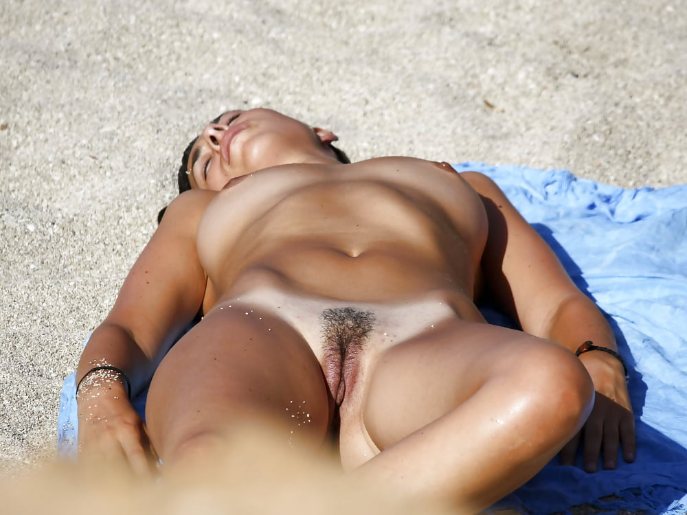 Voyeur Nude Beach - Pussy On Display Special - 27 Fotos -8804