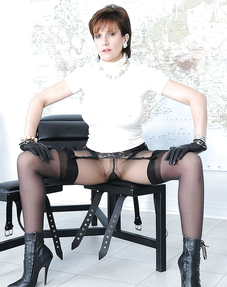 Big tits mature slut lady sonia pissing