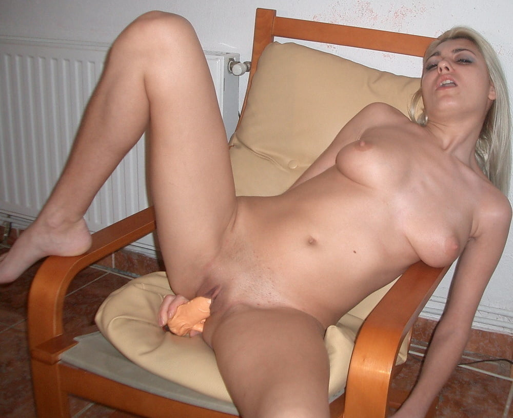 Amateur nude women masturbating