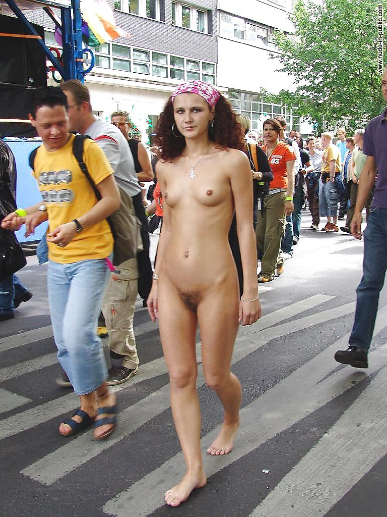 girl-a-woman-weeing-naked-in-public