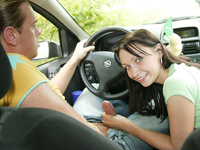 девушка с дилдо за рулем время сесть