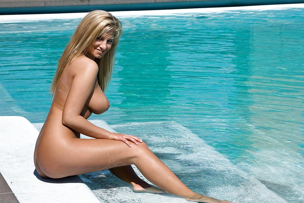 Jenny Mcclain Ne Nue Seins Nus Bikini 1