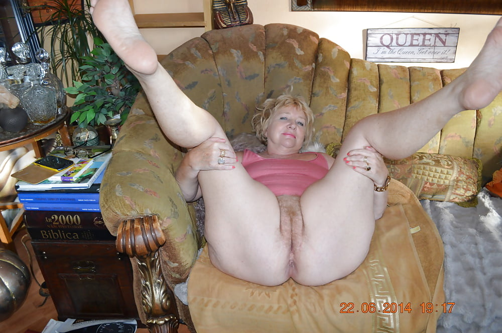 Thick and hairy women-4392