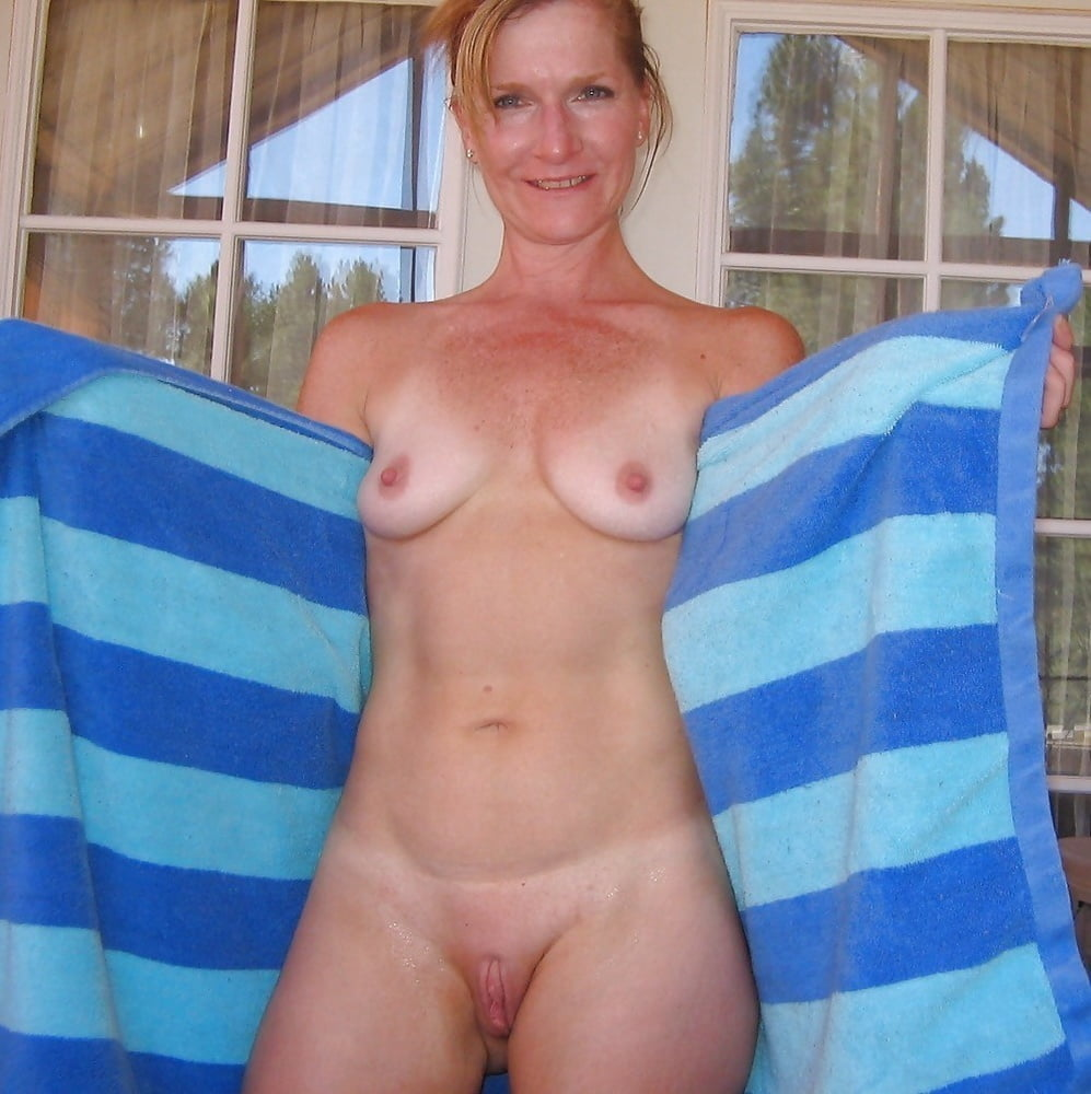 Naked brit wife