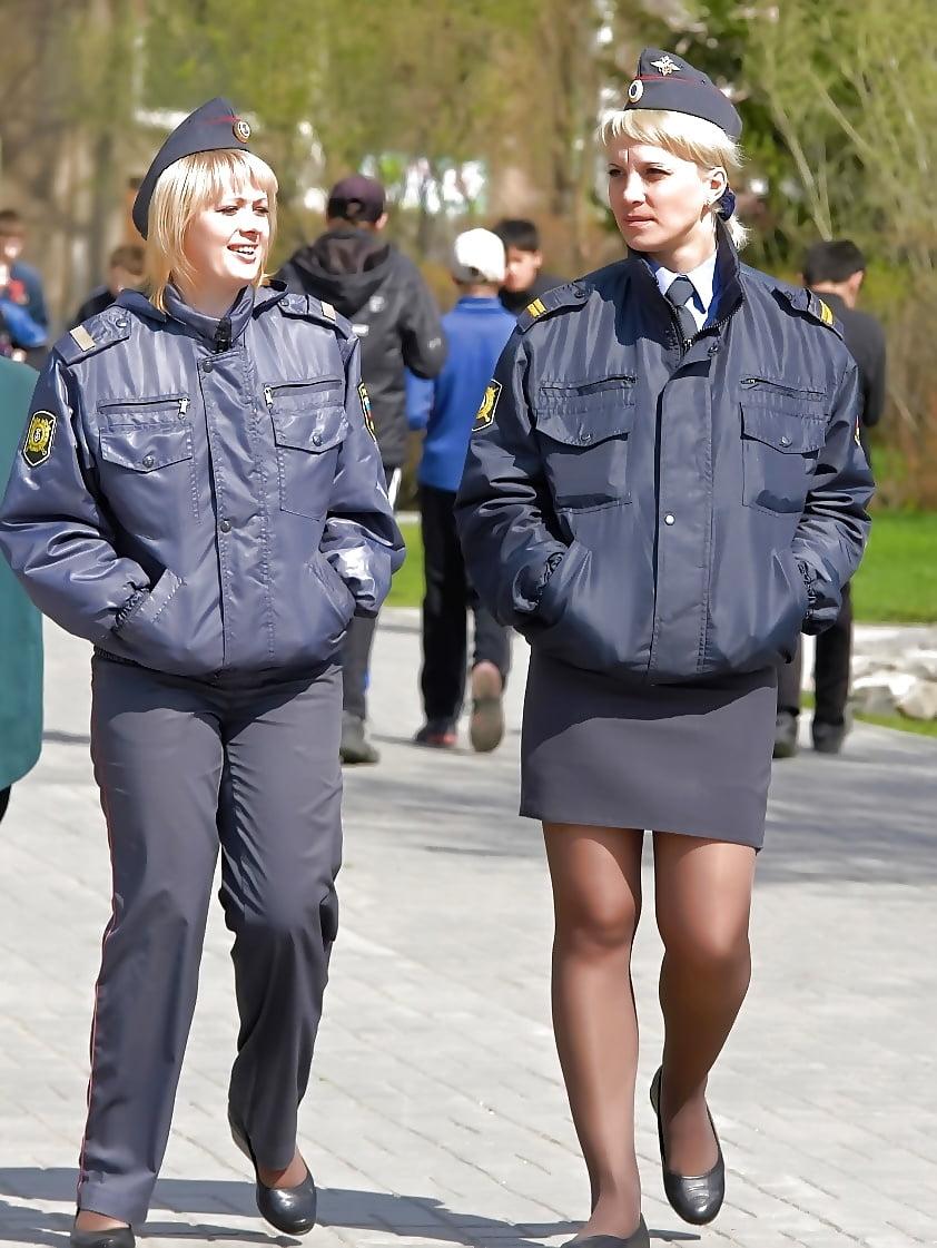 Фото девушки милиции в юбках барби