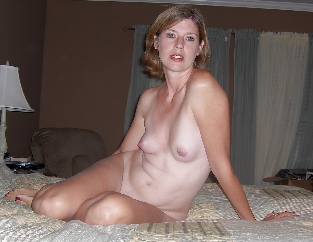 Mom tits nude at home