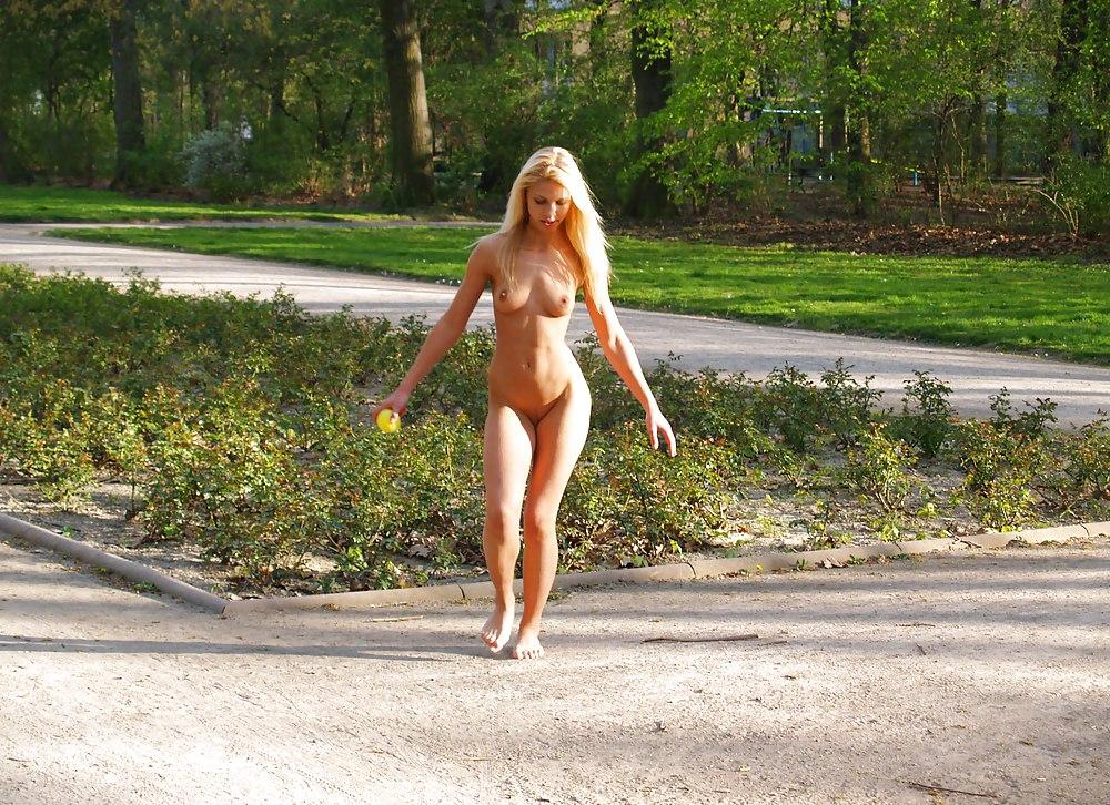 голые бабы ходят на улице будил