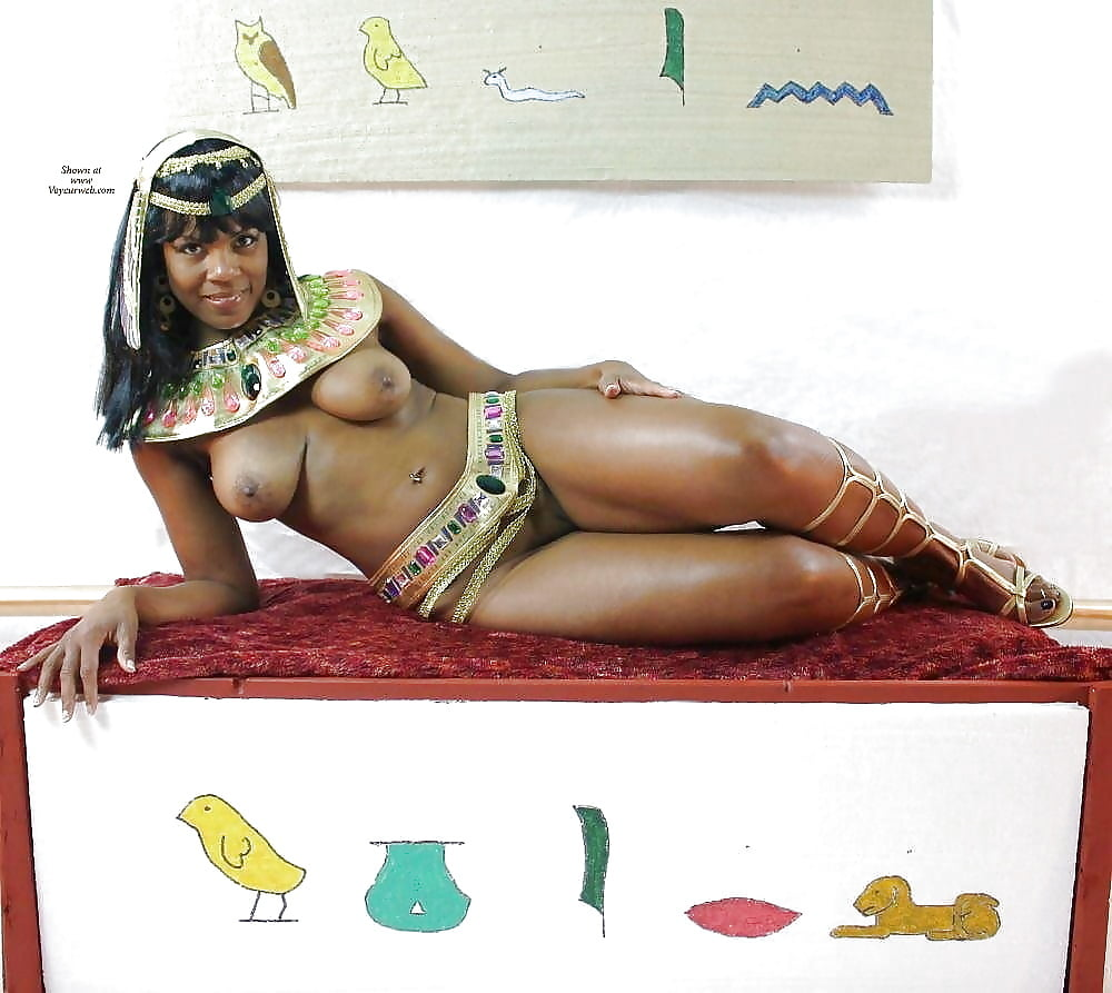 Sexy naked egyptian women — pic 13