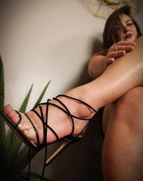 Feet - 102 Pics