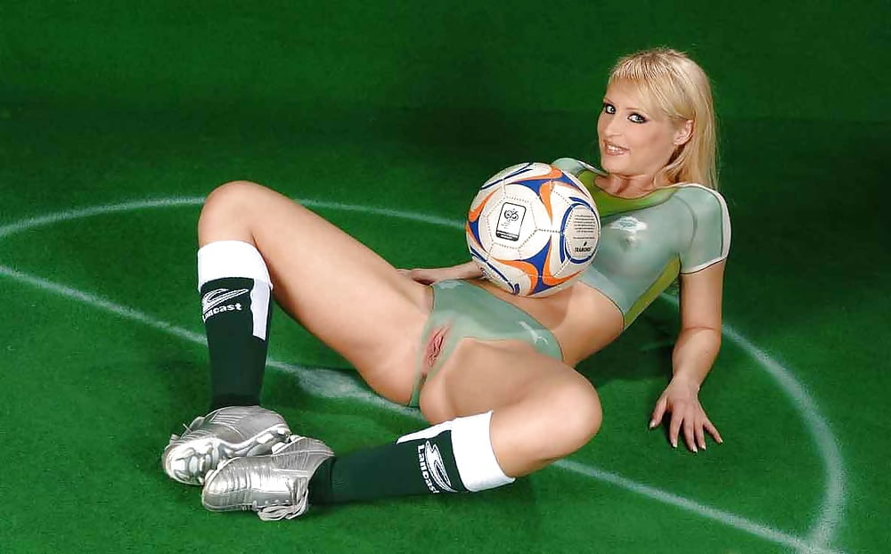 coed-nude-football