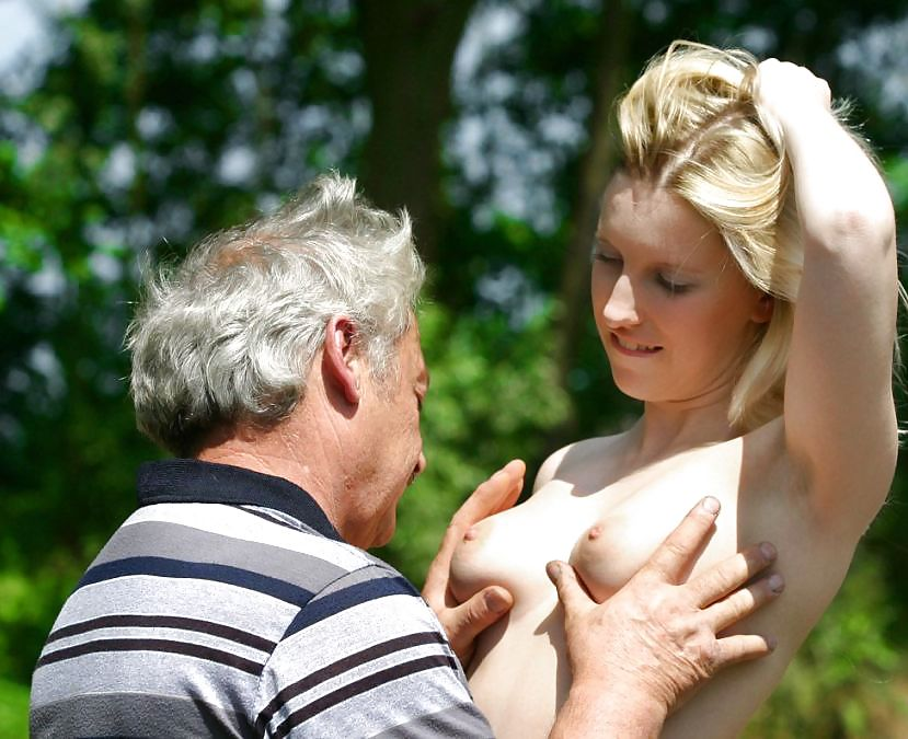 старик лапает девку