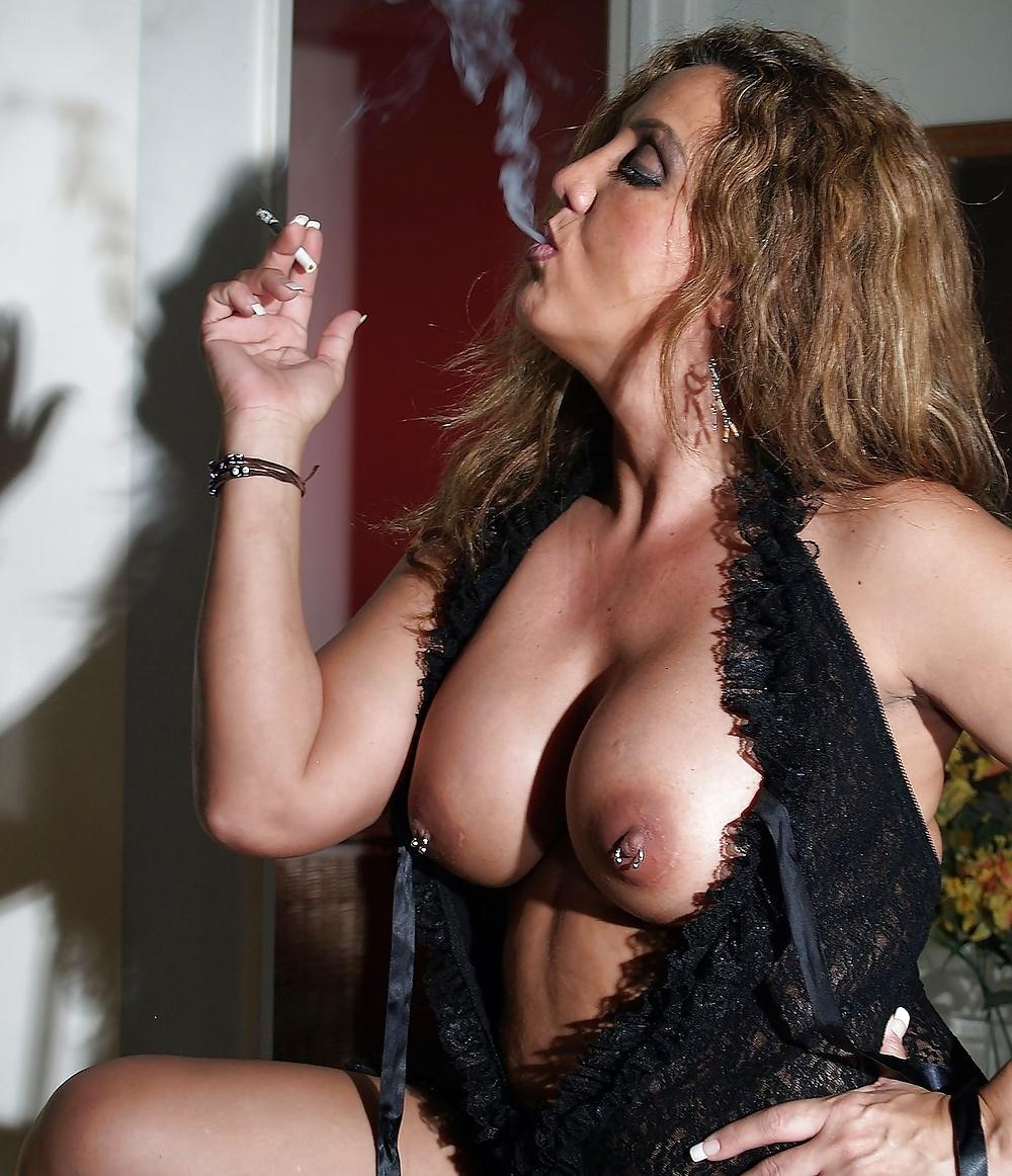 Old Slut Smoking Pics, Naked Mature Women Sex