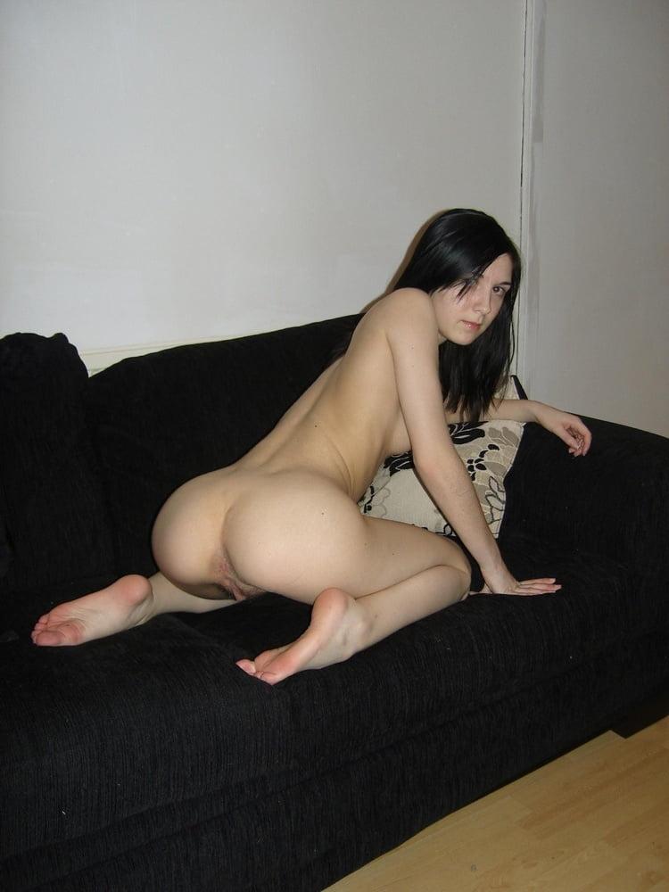 Une amatrice aux cheveux noirs - 100 Pics