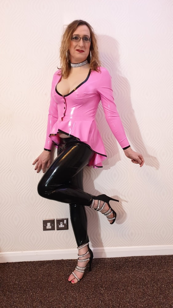Latex and Lovers .co.uk sexy pink and black outfit - 18 Pics