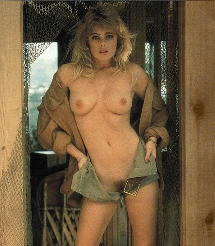 nude-photos-of-erika-eleniak