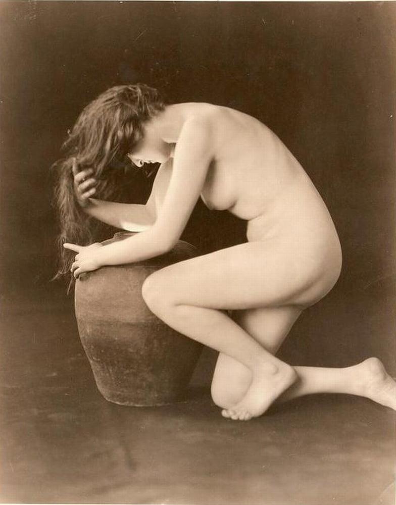 Vintage nude queen paula page