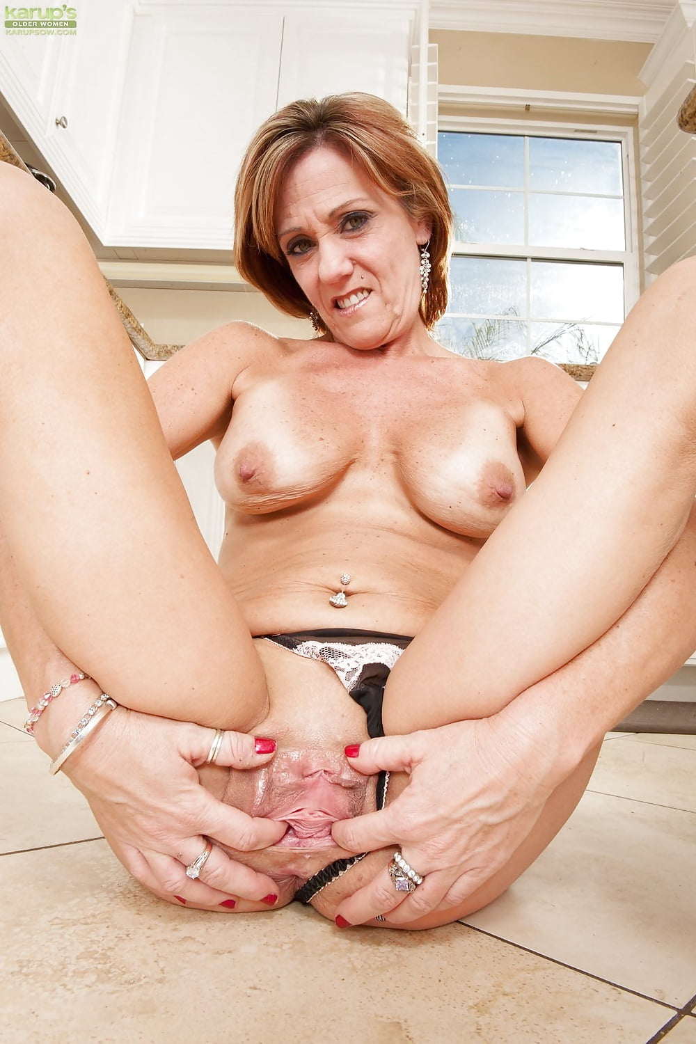 mom-s-eager-pussy-young-bitch-lick-fuck-man-sexy