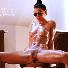 Fitness Milf Alex Zothberg Presenting Her Body