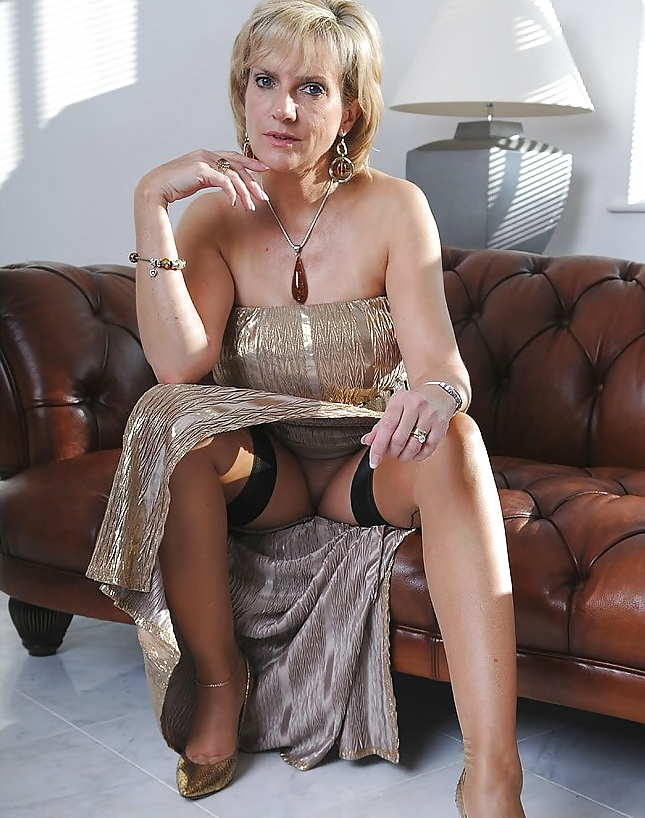 Mature lady spies younger — photo 3