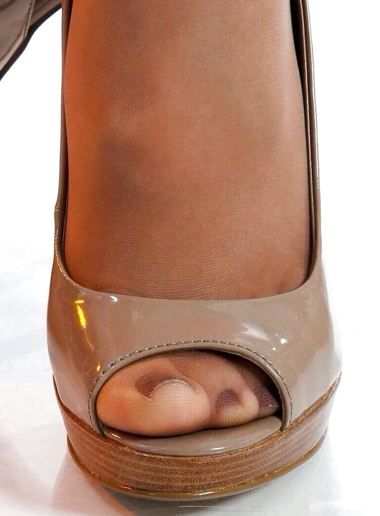 pantyhose-peep-toe-shoes-gonzo-teen-clip