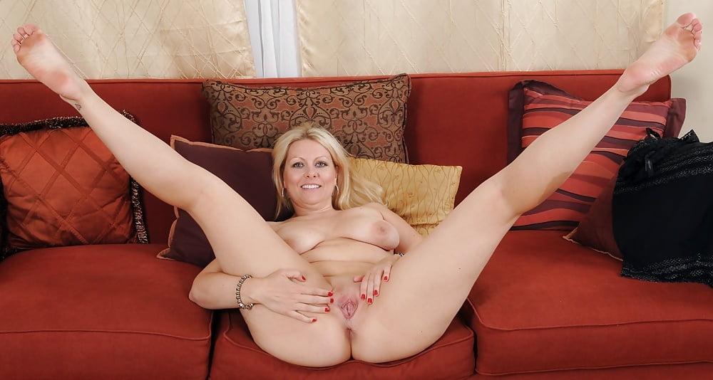 Опытная широко раздвинула ноги порно видео ролик