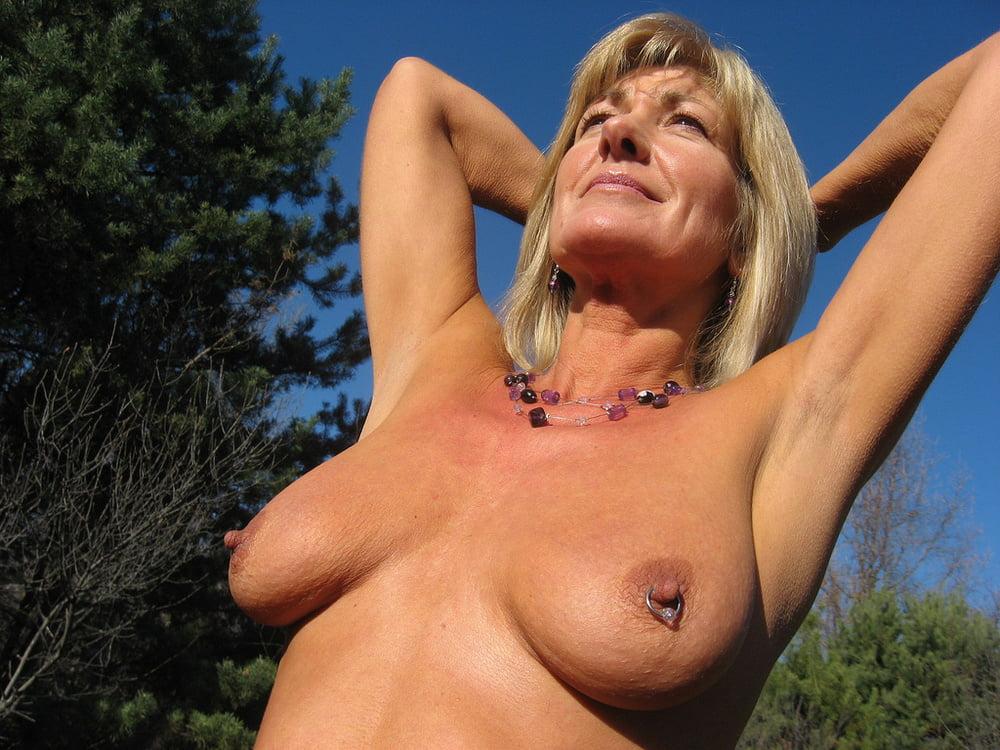 Mature blonde tits pics
