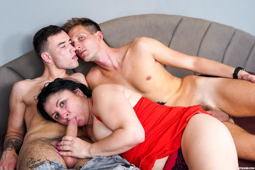 BBW Cougar finds two Curious Boys - 16 Pics